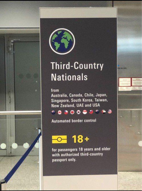 台灣在德國法蘭克福機場自動通關待遇的國旗及Taiwan圖示文字15日恢復。 中央...