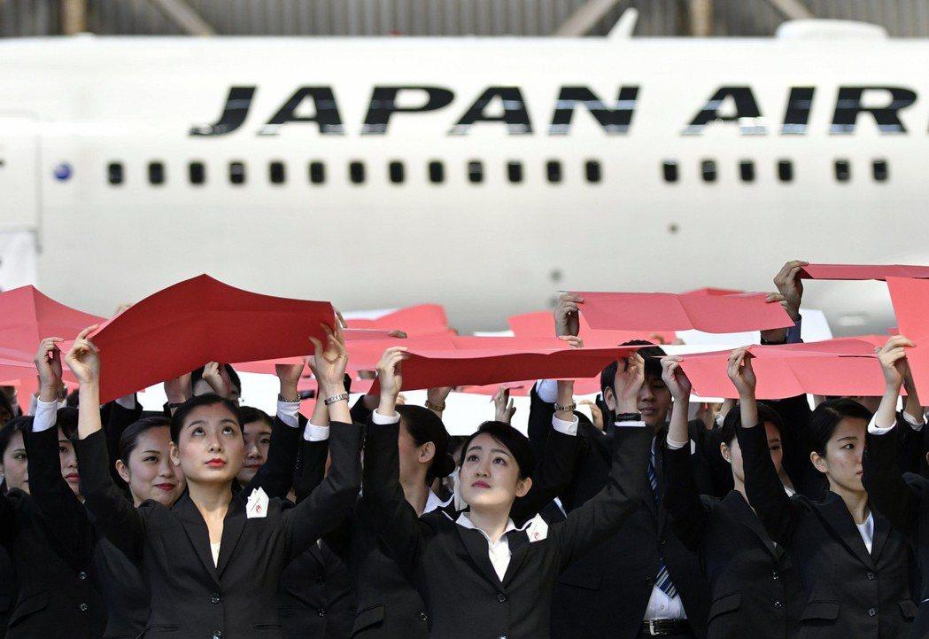 2010年日航破產重整、接連2011年日航資方與工會協商後,簽訂新的勞動協議至今...