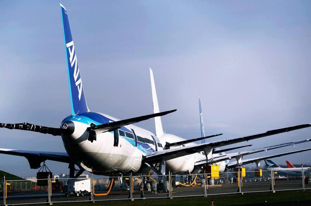 民航機飛行員的收入雖然優渥,然而機上乘務的條件其實相對於地面嚴苛不少。 圖/路透...