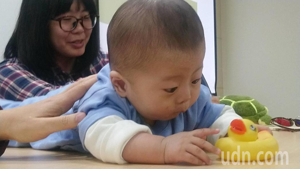 衛福部國健署提供7歲以下兒童7次兒童健康檢查,但超過兩成的孩子並未完整利用。示意...