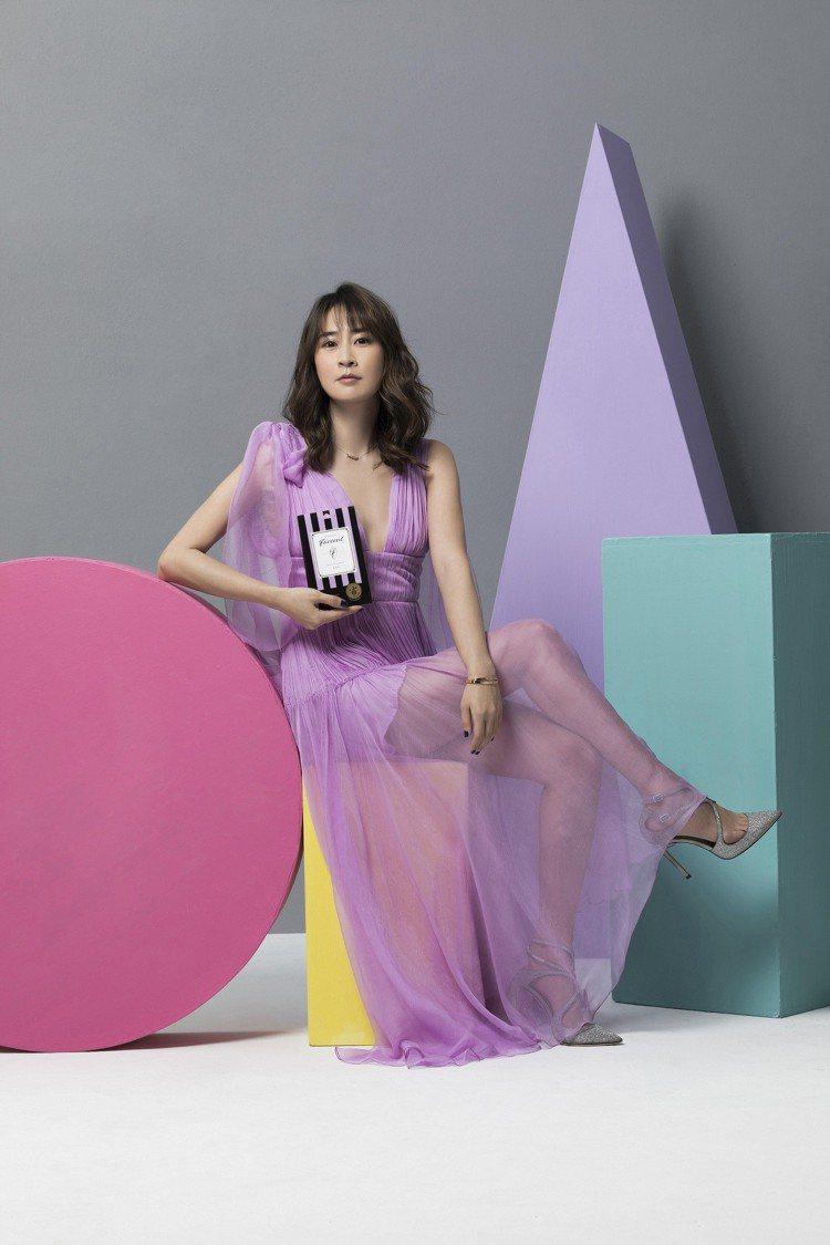 李晶晶愛用優雅浪漫的紫色,就連香氛都偏好Les Parfums de Farce...