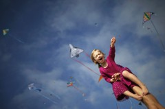 「直升機父母」變多 研究:要怪社會貧富差距擴大