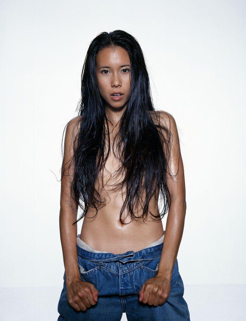 莫文蔚在19年前曾經赤裸上身拍攝演唱會海報。圖/索尼音樂提供