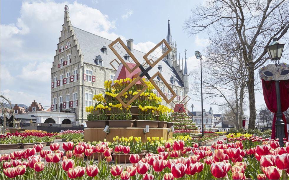 浪漫的大鬱金香節,是豪斯登堡春季的重點活動之一。圖/擷取自豪斯登堡官網