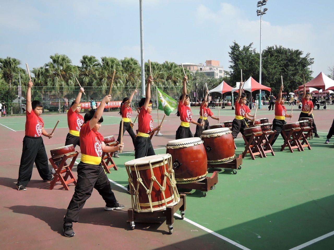 杉林國小「太鼓隊」是106年、107年教育部全國民俗體育競賽太鼓組的冠軍得主。記...