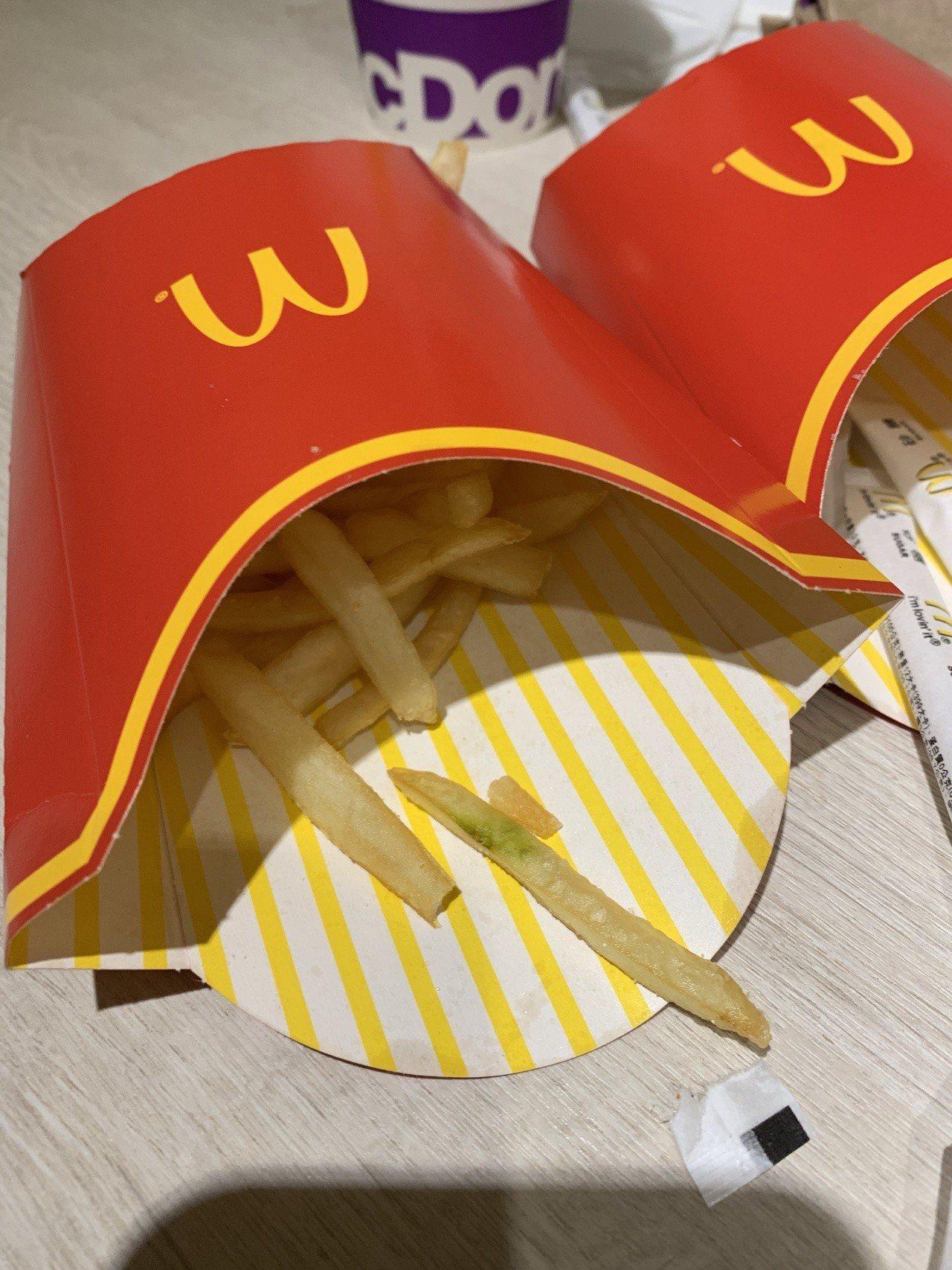 民眾在麥當勞買到「綠薯條」,擔心吃了身體會出問題,嚇得不敢再吃。記者巫鴻瑋/翻攝