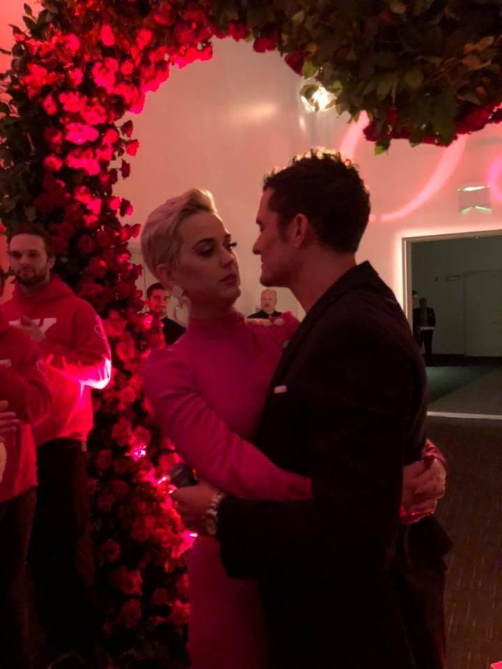 凱蒂佩芮母親暗示她已與奧蘭多布魯訂婚。圖/摘自臉書