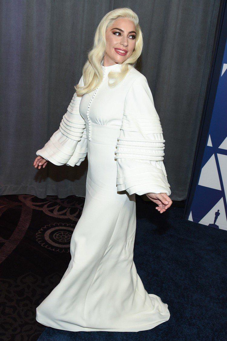 奧斯卡獎提名午宴上Lady Gaga穿的是路易威登晚禮服。圖/達志影像