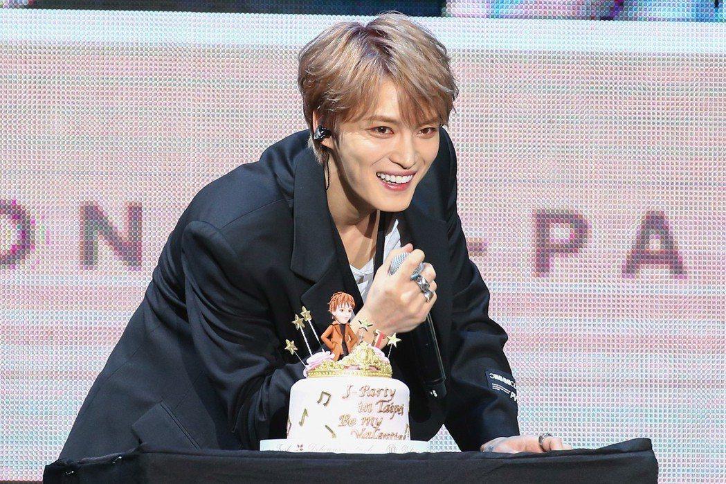 金在中在台北天母體育館舉辦演唱會,主辦單位也特別準備生日蛋糕為他慶生。記者葉信菉...