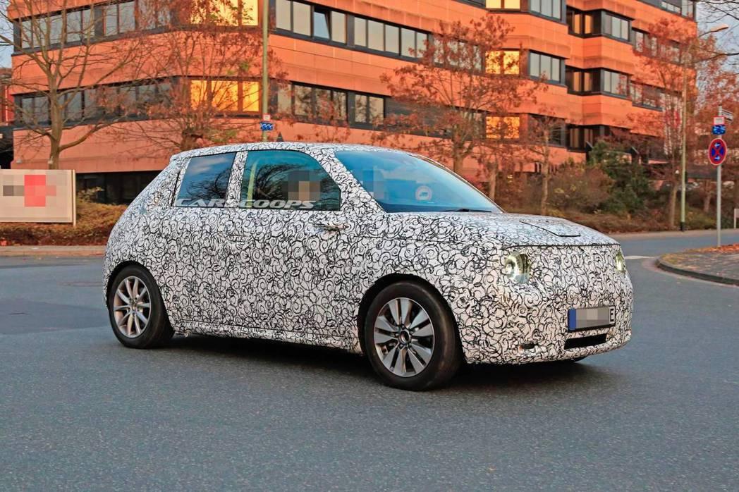 量產版Honda Urban Concept將從原本的三門設定改為五門式樣。 摘...