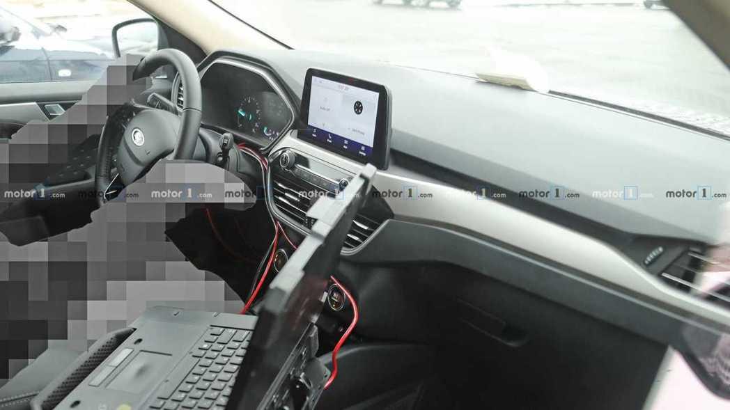 大改款美規Ford Escape/Kuga內裝無偽裝照。 摘自Motor 1