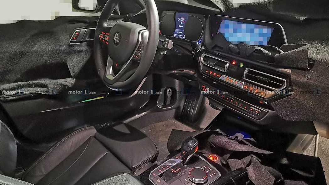 新世代BMW 1-Series內裝無偽裝曝光,全新的格局設計讓人聯想到去年剛發表...