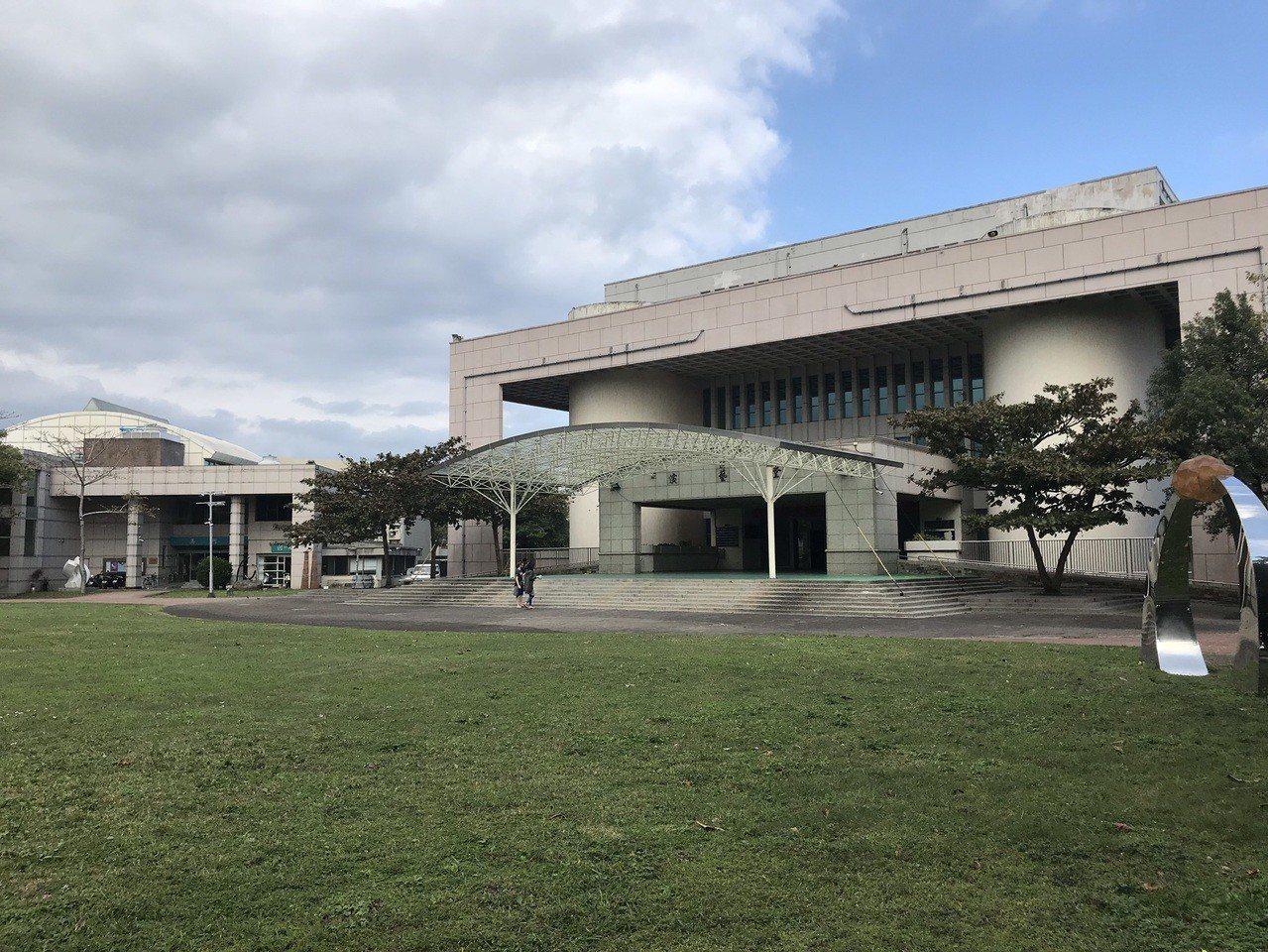 花蓮文化局推動「羅浮宮計畫」,重建演藝廳是計畫中的一環。記者王燕華/攝影