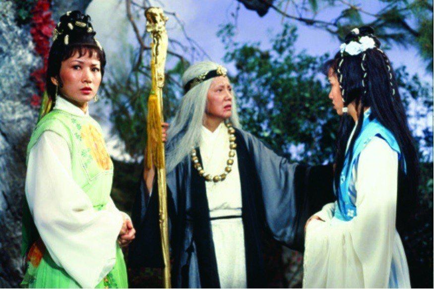 井莉(左)飾演的女主角還和金庸在報紙上連載的版本一樣,叫趙明。圖/摘自celes...