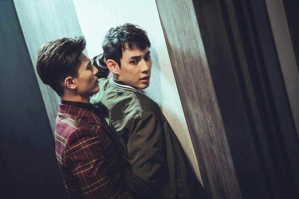 吳承洋(左)、徐鈞浩在「圈套」中從黑道、警察對立角色譜出戀曲。圖/CHOCO M...
