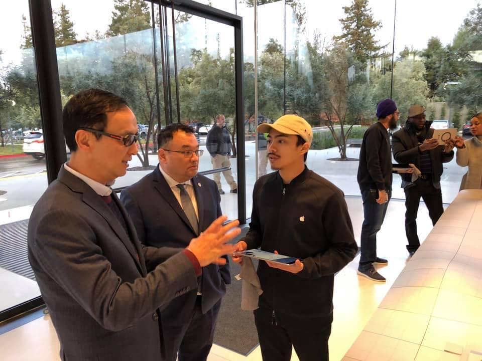 朱立倫造訪Apple Park,是台灣第一位受邀進入訪問的政治人物。圖/取自朱立...