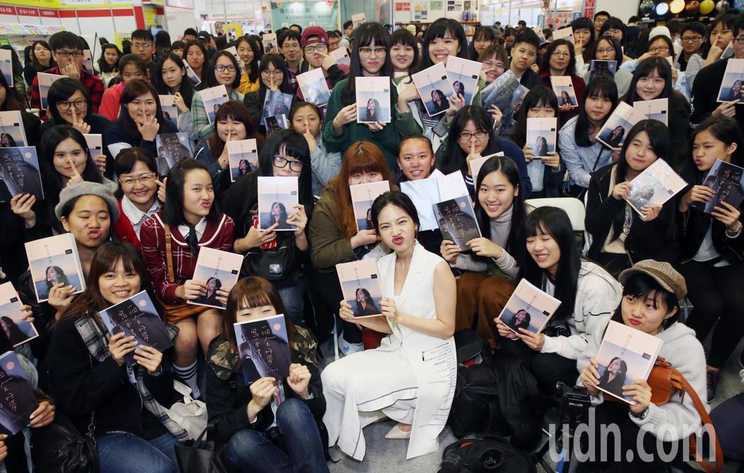 曾之喬今天以作家身分出席TIBE台北國際書新書分享會。記者徐兆玄/攝影