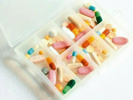 有些長者習慣將藥物剝半或磨粉服用,台北市立聯合醫院陽明院區藥師蘇柏名提醒,膜衣錠...