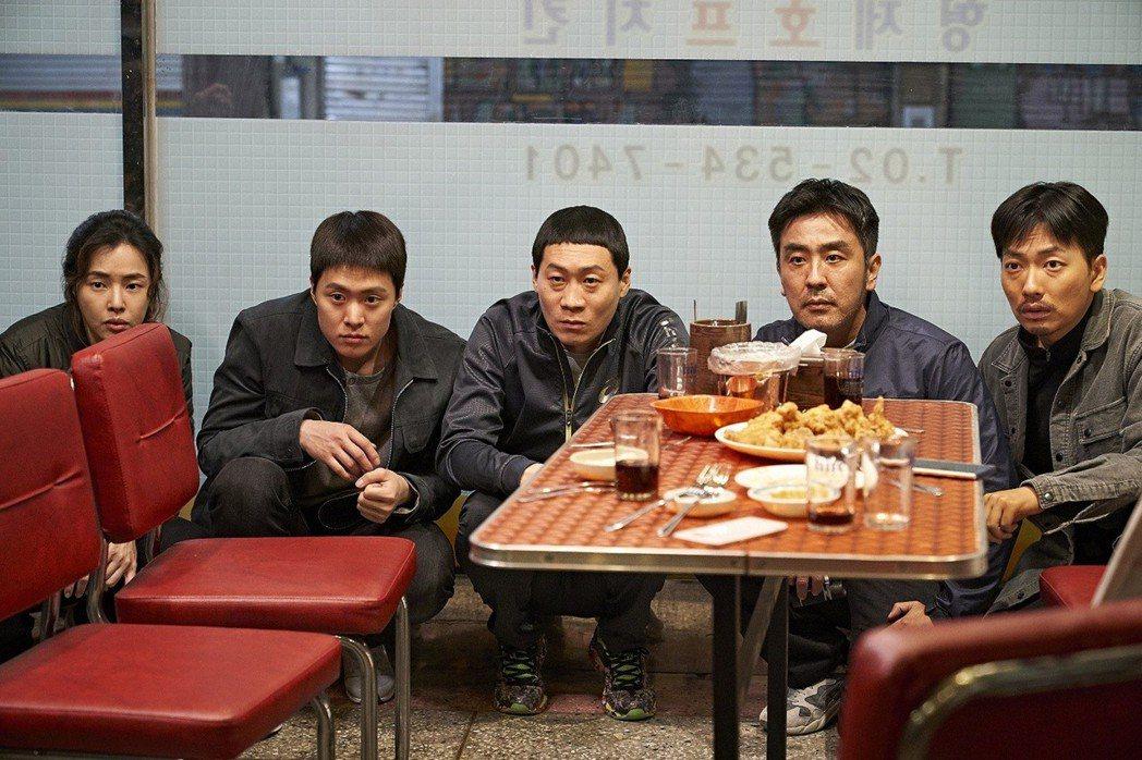 「雞不可失」是風格極為另類的警匪喜劇片,南韓票房已打敗「阿凡達」。圖/Catch