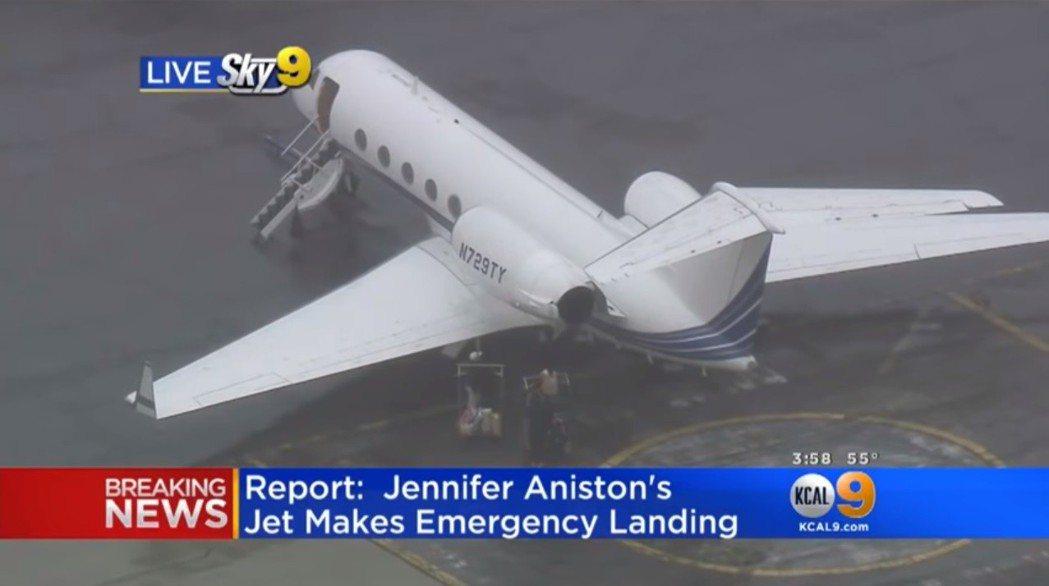 美國媒體爭相報導這起空中危機。圖/翻攝自YouTube