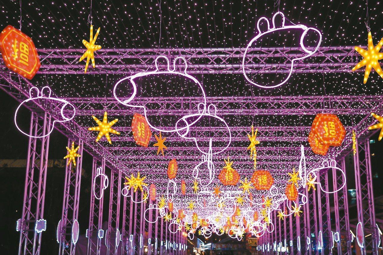 我愛佩佩豬燈區,可看見粉紅豬小妹的燈海隧道。 圖/台北市政府提供