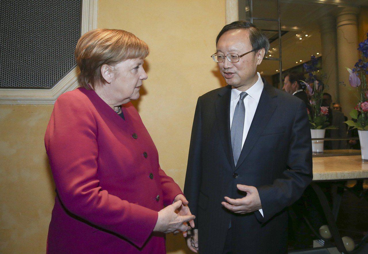 梅克爾稱中程導彈條約須包括中國,北京不以為然。 新華社