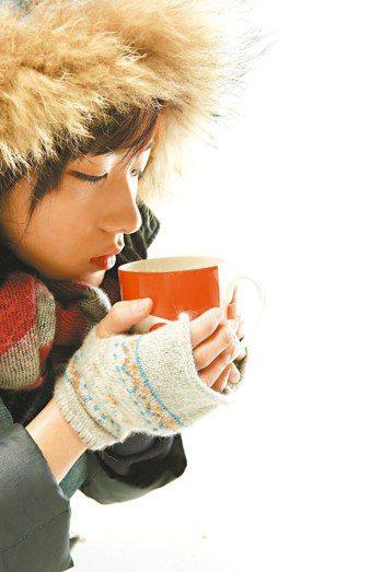 人體有6個怕冷、需要保暖的重要部位,頸部名列第一。 報系資料照