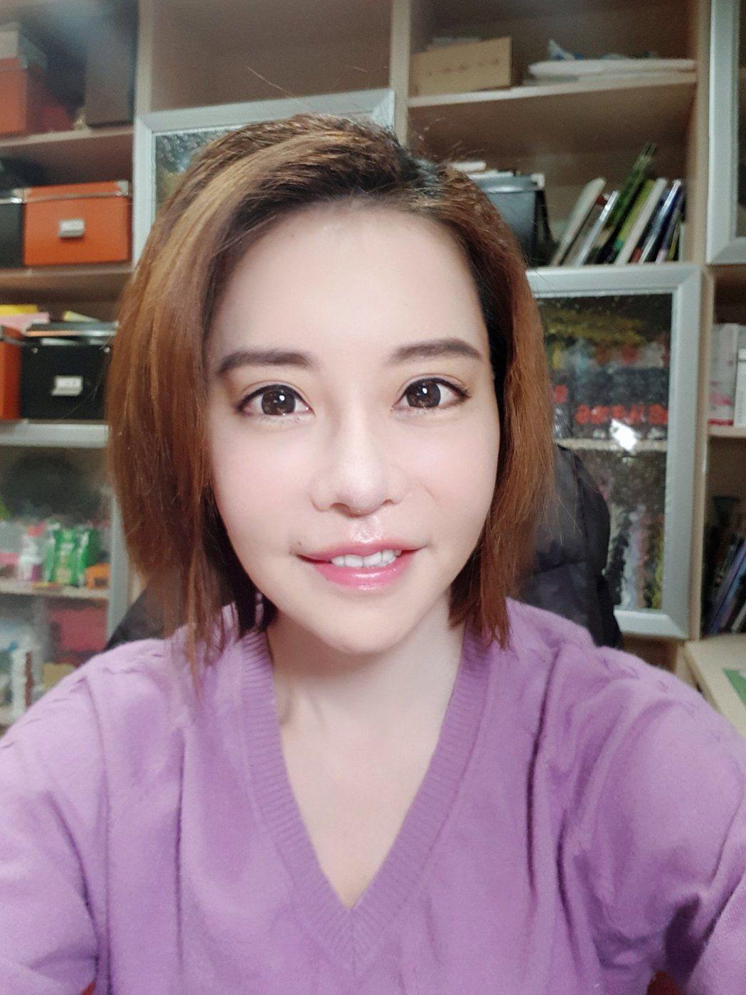 網友攻擊斯容有張恐怖的小丑嘴,不過她強調這是天生的,非整形而來。 圖/擷自斯容臉