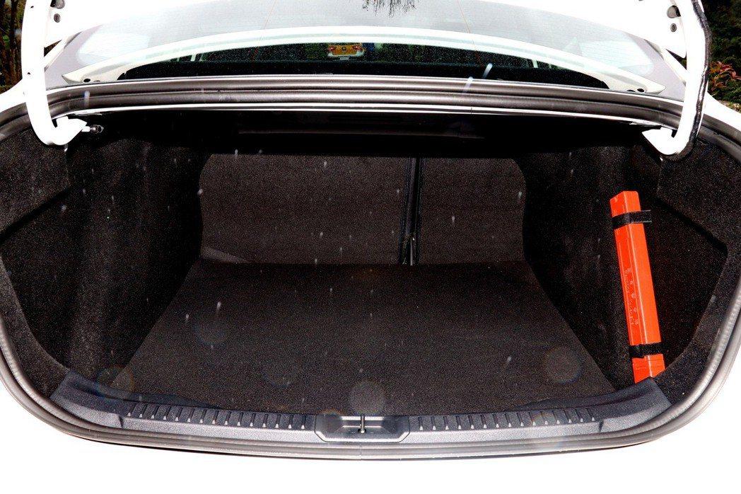 第四代Focus的行李廂空間在一般狀況下有511公升的容量。 記者陳威任/攝影
