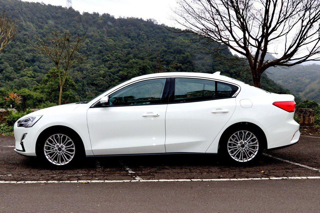 第四代Focus搭載首度導入台灣產品線的全新C2模組化平台,不論是車長及軸距等都提升。 記者陳威任/攝影