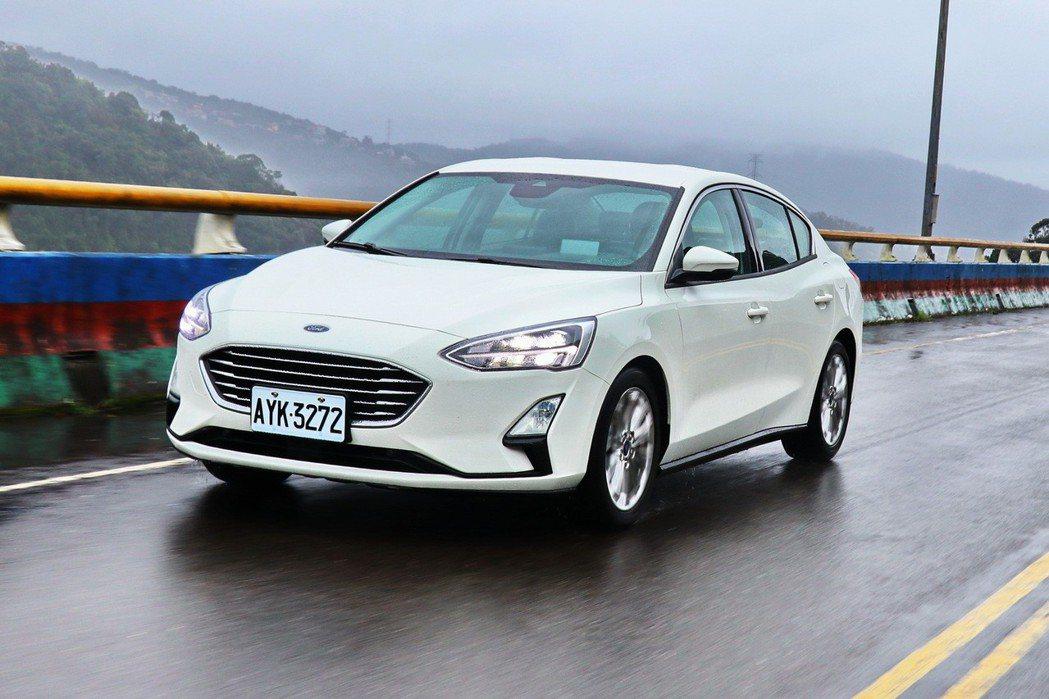 Ford Focus在換上「特殊式樣」的扭力樑後,操控表現和舒適度並沒有受到太大...