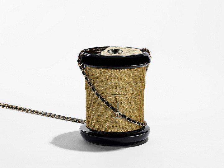 絲線軸造型硬殼晚宴包,26萬7,200元。圖/香奈兒提供