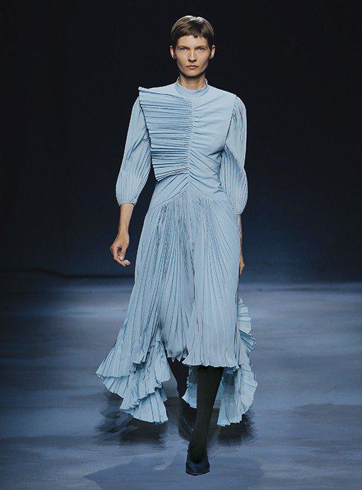 GIVENCHY的2019春夏系列縐褶裙裝。圖/取自GIVENCHY官網