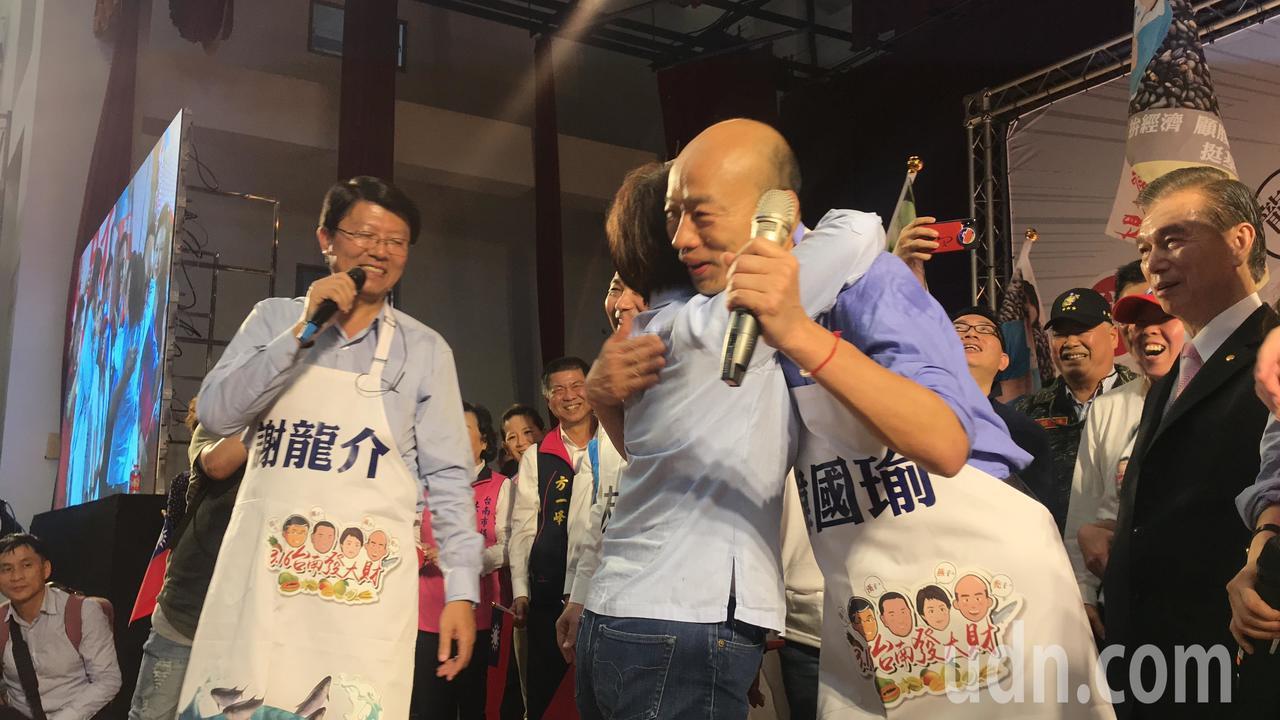 高雄市長韓國瑜今到台南幫謝龍介站台,受到鄉親熱烈歡迎。記者綦守鈺/攝影