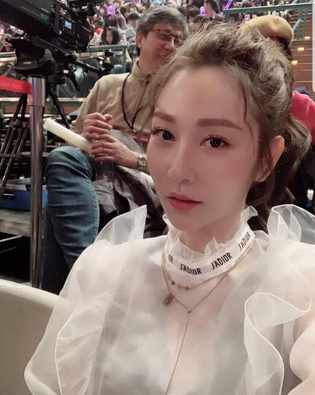 曾莞婷薄紗裝觀賞林俊傑演唱會。圖/截圖自IG