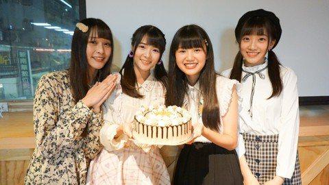 AKB48 Team TP 16日辦生日會為1、2月份壽星詩羽、小迪、林倢、于馨慶生,24歲的詩羽生日願望是可以在演藝圈闖出一片天,趕快還清學貸跟並貼補家用;小迪許願大家身體健康的願望,今年繼續挑戰...
