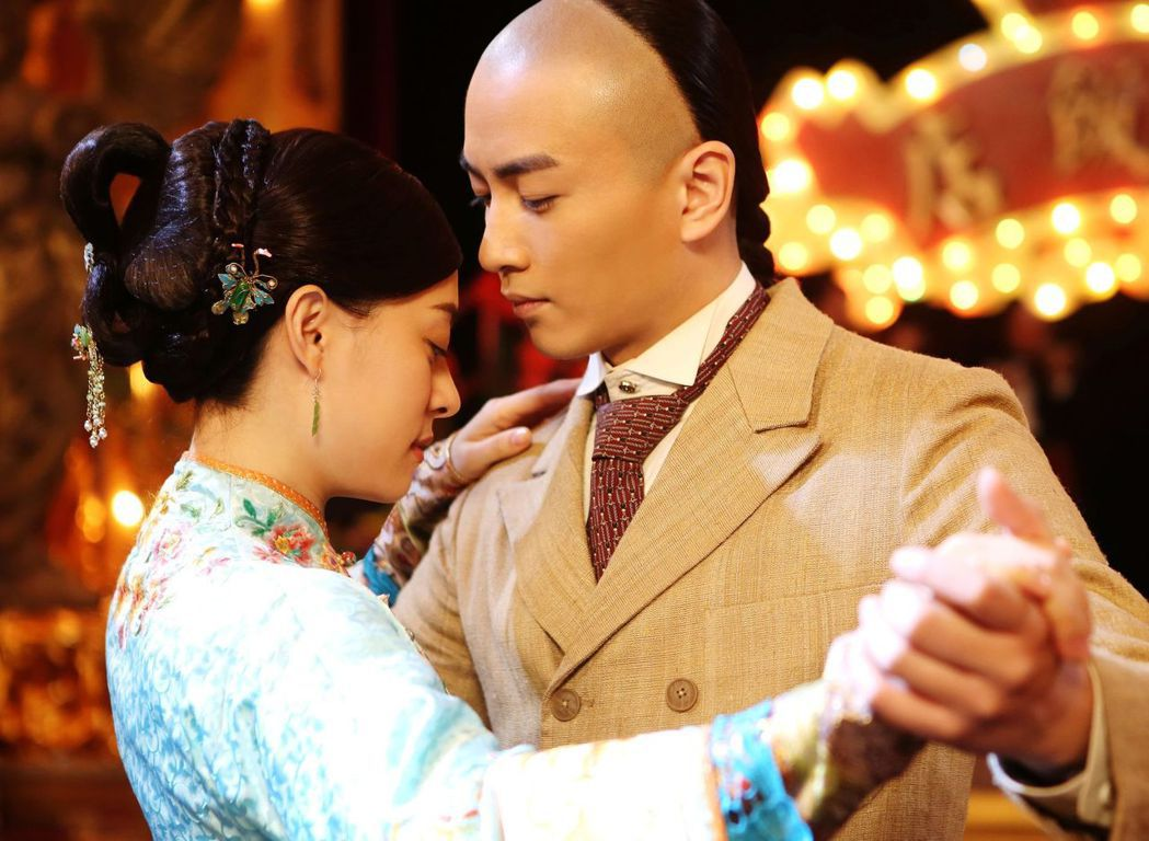 陳曉在「那年花開月正圓」中飾演對女主角深情不移的沈星移。圖/中天提供