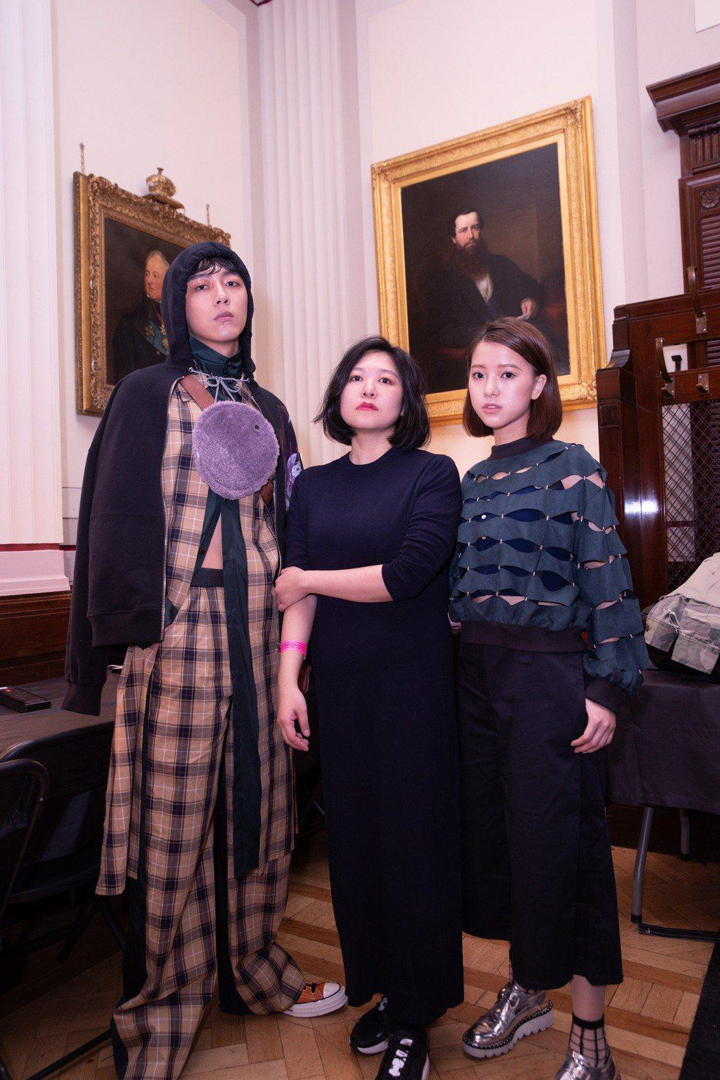 蔡凡熙(左起)、時裝設計師吳若羚以及項婕如登上倫敦時裝周大秀。圖/群星瑞智提供