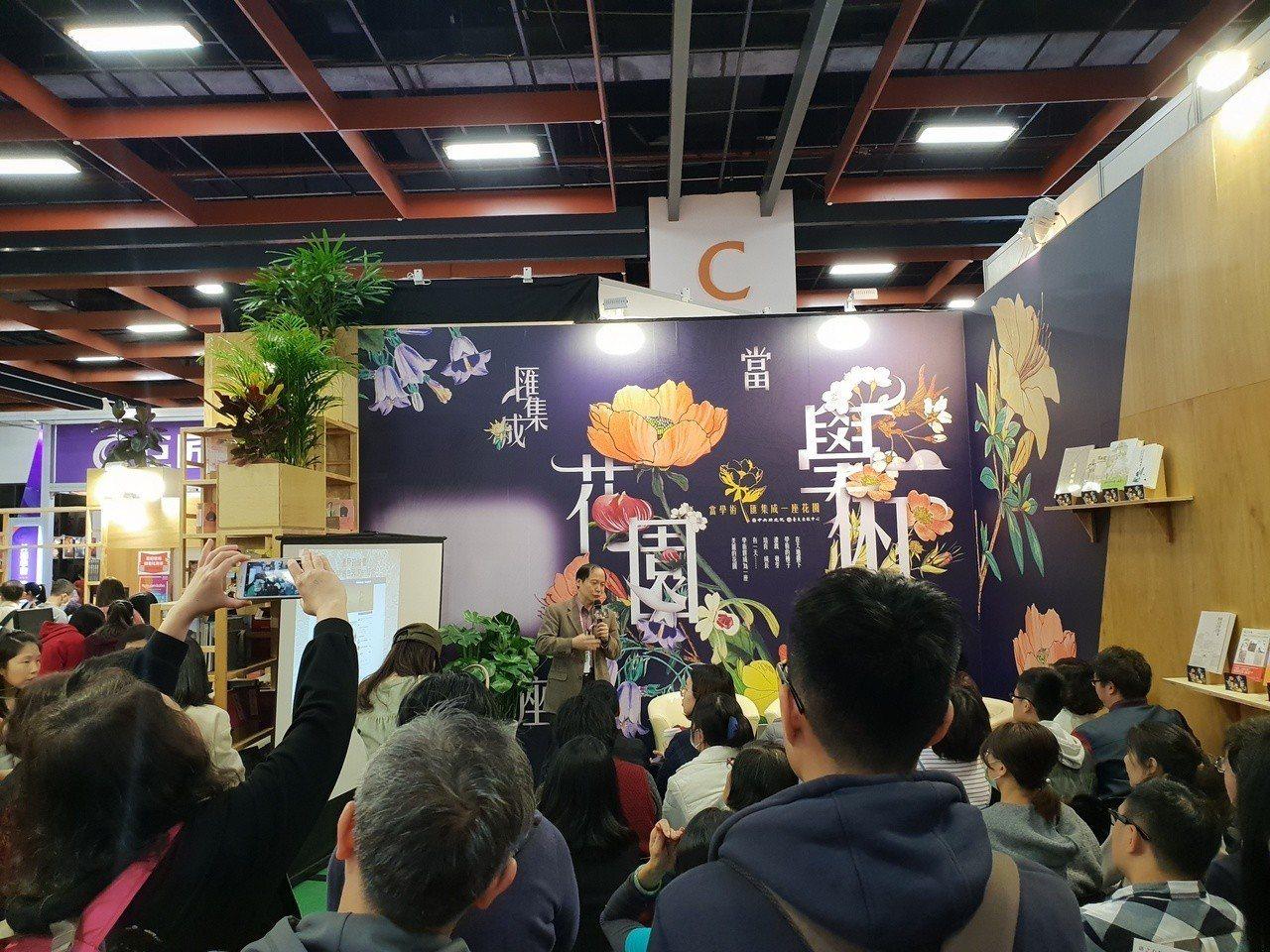 本屆台北國際書展吸引許多年輕人參與,圖為中研院舉辦的書展座談,滿滿都是年輕人參與...