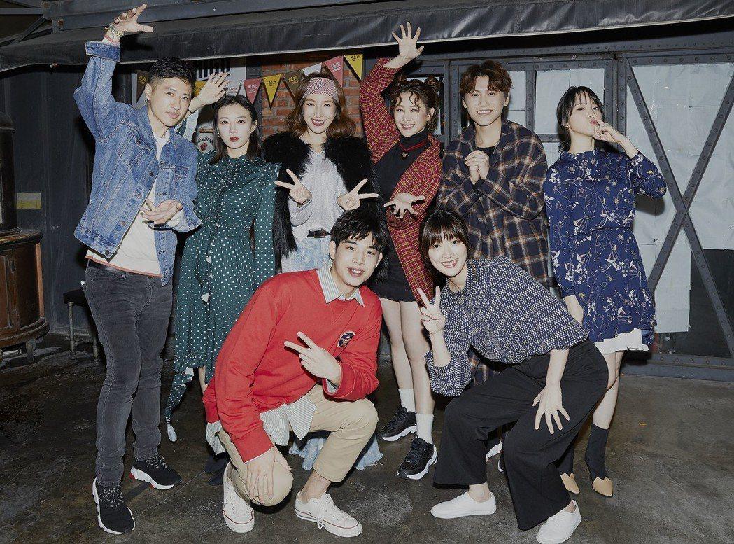造型師Ian(左起)、李杏、簡伯廷、楊謹華、安心亞、何夏、邱宇辰、程予希出席經紀