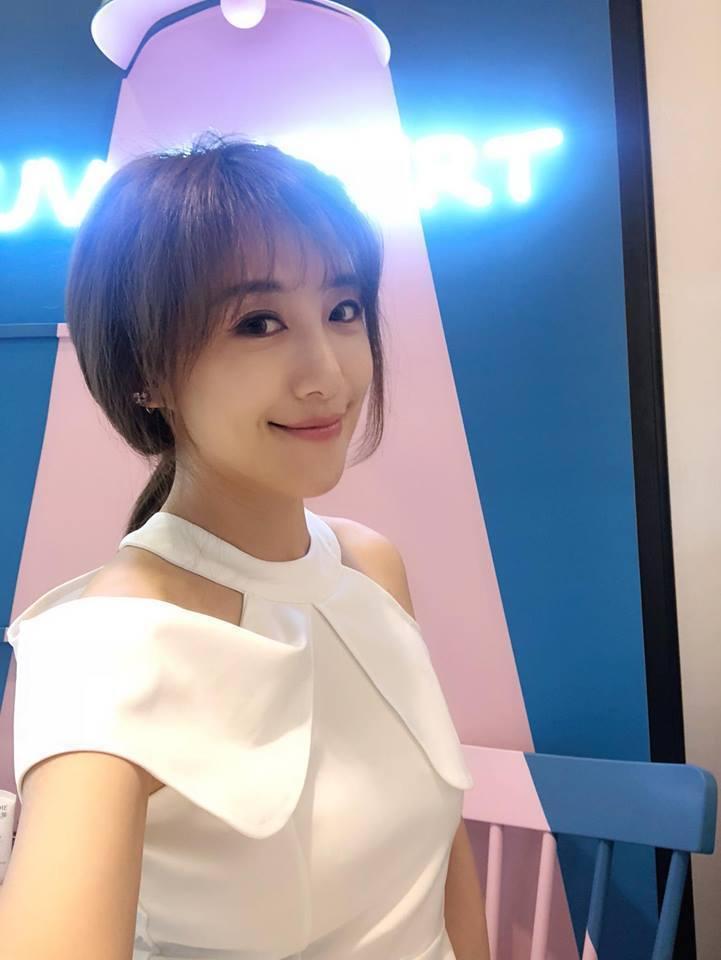佩佩經營韓式婚紗店。圖/摘自臉書