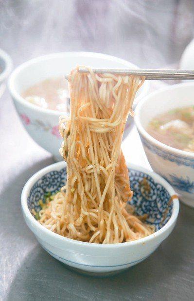 南館市場一香飲食店的麻醬麵是許芳宜最愛。 記者陳立凱/攝影