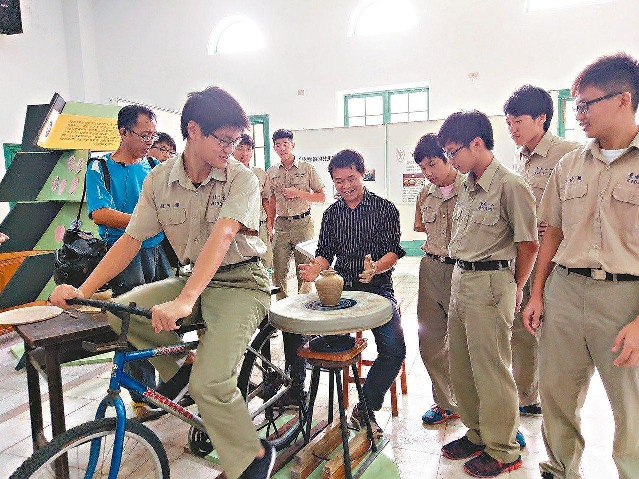 台南一中學生自製人力轆轤機。 圖╱台南一中提供