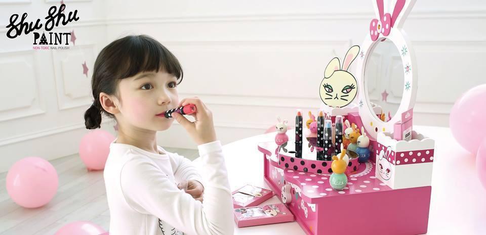 南韓兒童彩妝品牌咻咻兔專賣兒童彩妝用品。 圖/取自咻咻兔臉書專頁