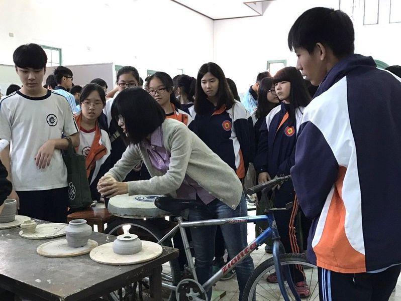 台南一中開設選修課「博物館探索與參訪」。圖/台南一中提供