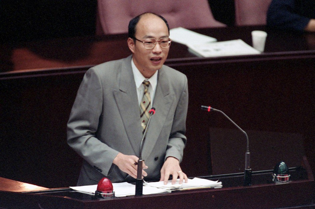 韓國瑜24年前任立法委員時,就曾連署《觀光賭場設置條例》草案。 圖/聯合報系資料照