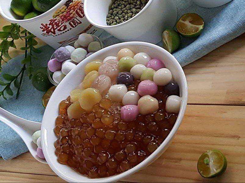 糖圓圓最著名的就是五種顏色、不同口味的「五行湯圓」。圖截自糖圓圓粉絲專頁