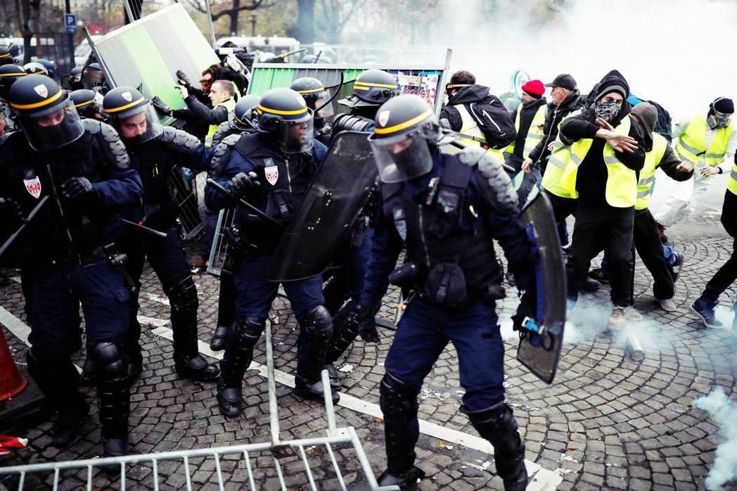 法式暴民警察製造?「黃背心」與法國惡化的警民對立
