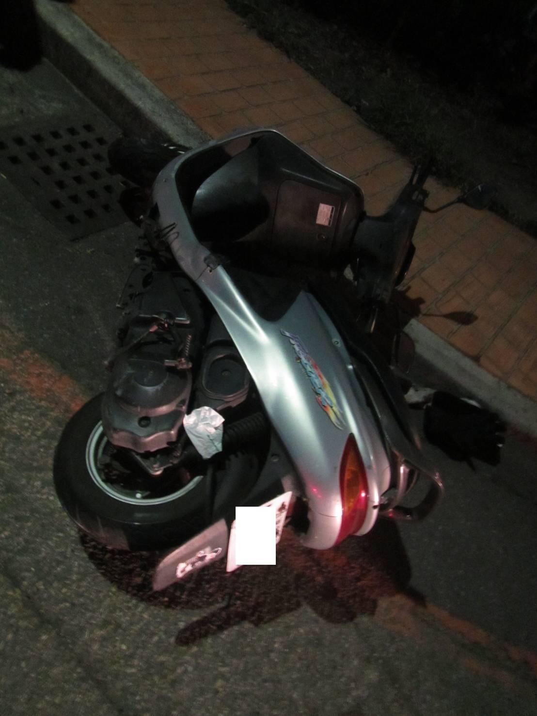 台中市加拿大籍美語教師Gregory今天凌晨喝酒騎車自摔,因酒測值超標,被警方帶...