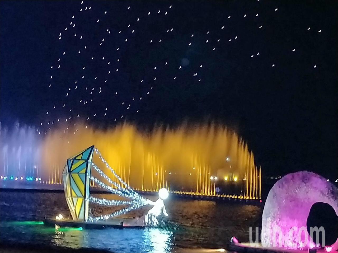 今年的台灣燈會加入水域,光影更美。記者翁禎霞/攝影